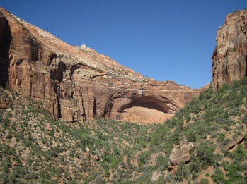 This blind -- or not freestanding -- arch graces the Zion-Mount Carmel Highway just west of the tunnel.