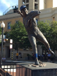 Ron Santo statue outside Wrigley Field